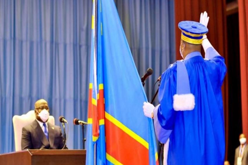 juge prêtant serment devant le chef de l'Etat